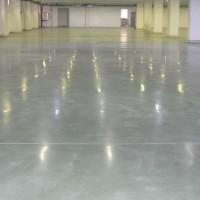 Verniz Epóxi aplicado em piso de cimento polido