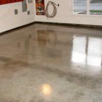 Verniz acrílico aplicado em piso de cimento